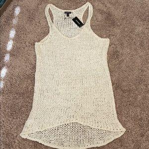 Sleeveless shirt.